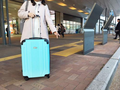 帰り間際高知駅でパシャリ、控えめなピースが◎