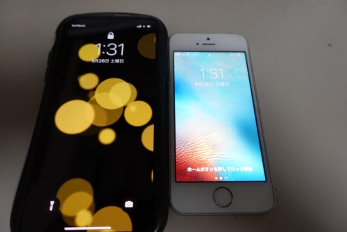 左がiPhoneX 右がSE