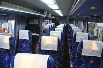 高速バスの車内三列シートです。